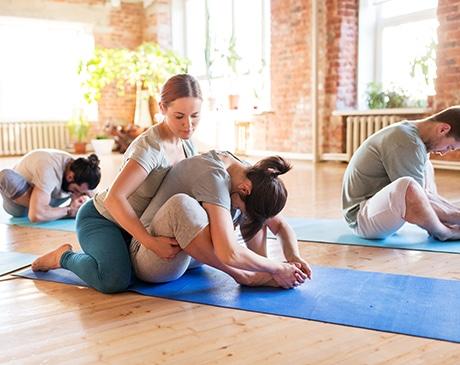 Séance de yoga au bureau